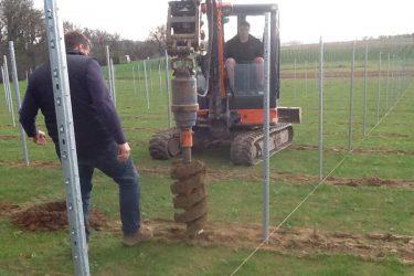 Den Eeckhout wijngaard plantgaten maken 2016